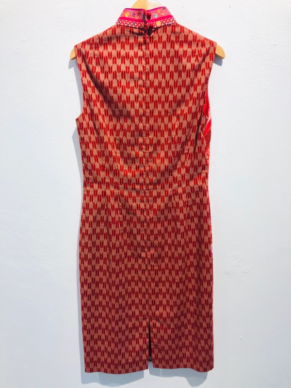 986d41115 An interesting combination of the Chinese and Japanese culture is found in  this cheongsam, with an obi belt included.