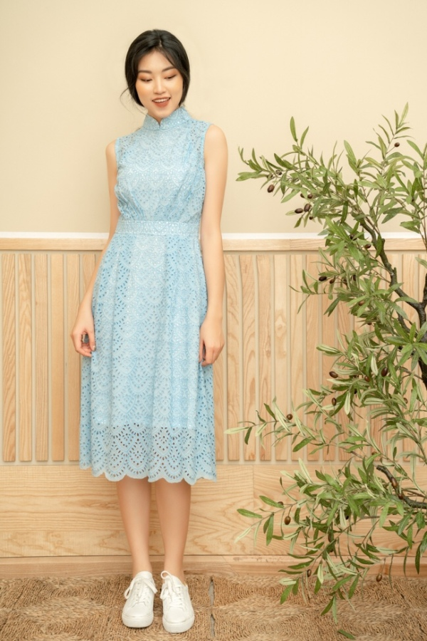 82f8b642a (Seriously, climate change is for real, guys!) Like the previous  collection, JP has dresses in eyelet lace, which must be popular with the  ladies.